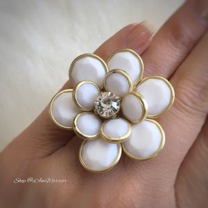 Vintage flower rhinestone stretch ring